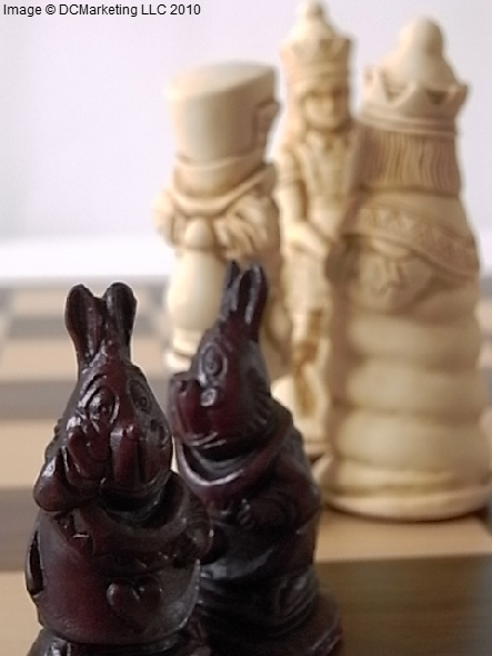 Alice In Wonderland Plain Theme Chess Set