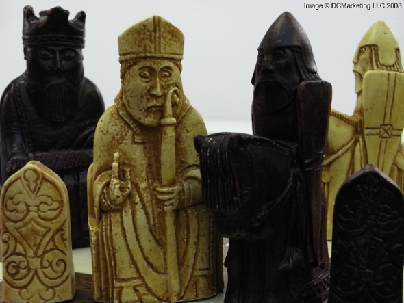 Isle of Lewis Plain Theme Chess Set